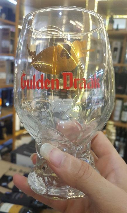 Ly cao cấp dùng để uống bia Gulden Draak của Bỉ