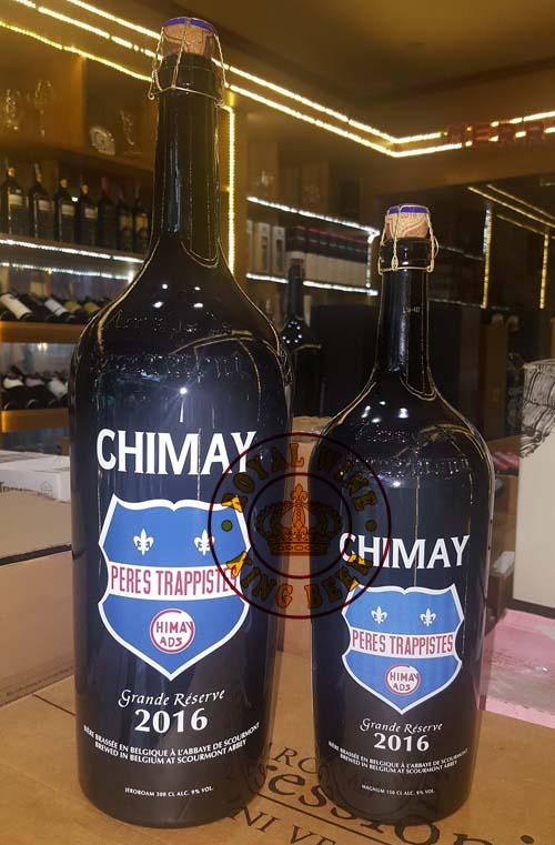 Hình ảnh bia Chimay chụp ảnh tại cửa hàng 1,5 lít và 3 lít